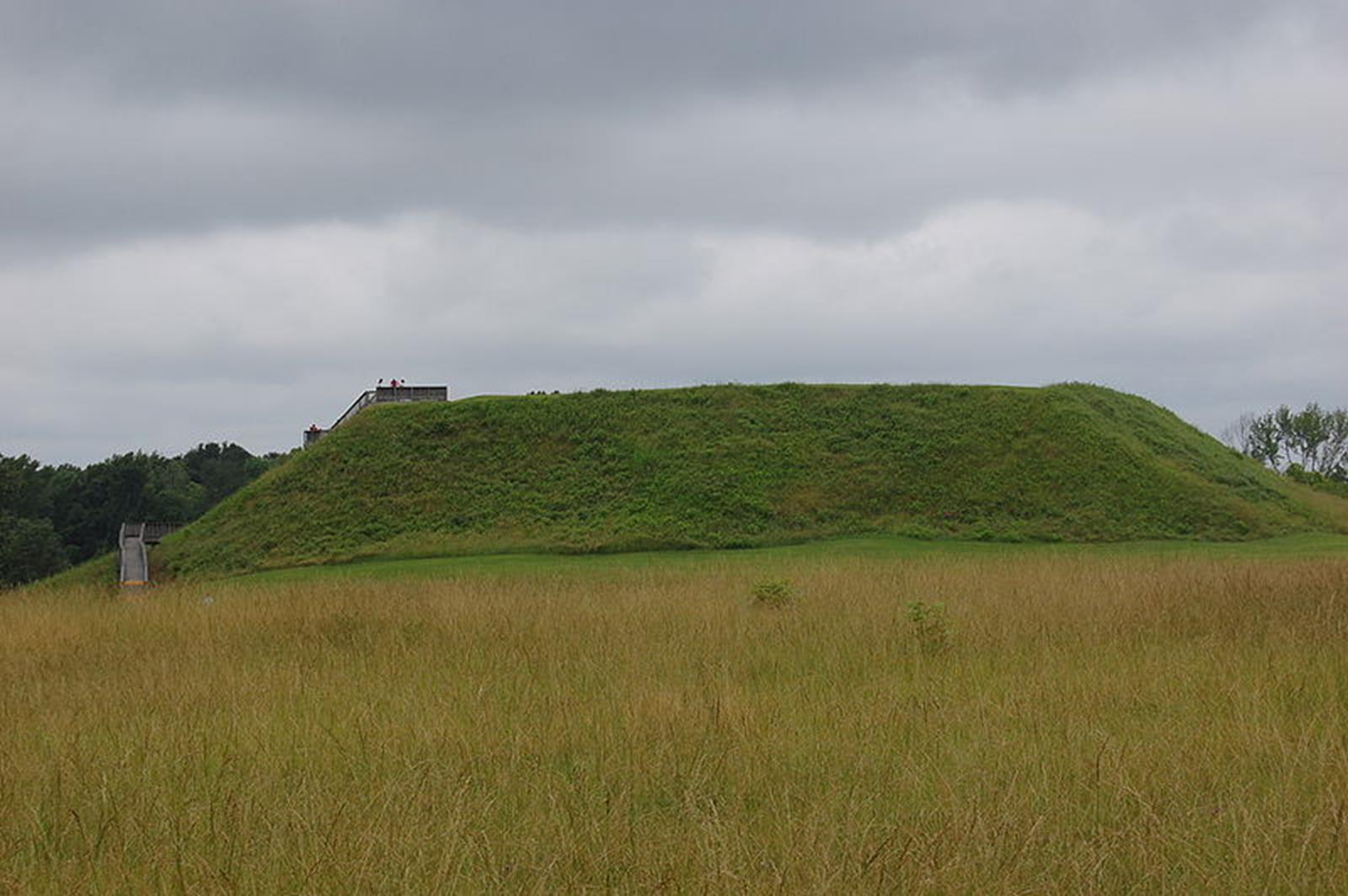 the difference between burial and platform mounds in native america culture Formations made of earth that were used as foundations for mississippian culture pyramid mounds, or platform mounds other native american.