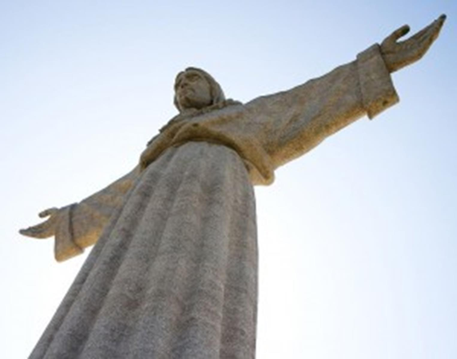 Cristo-rei Projected toward the city of Lisbon