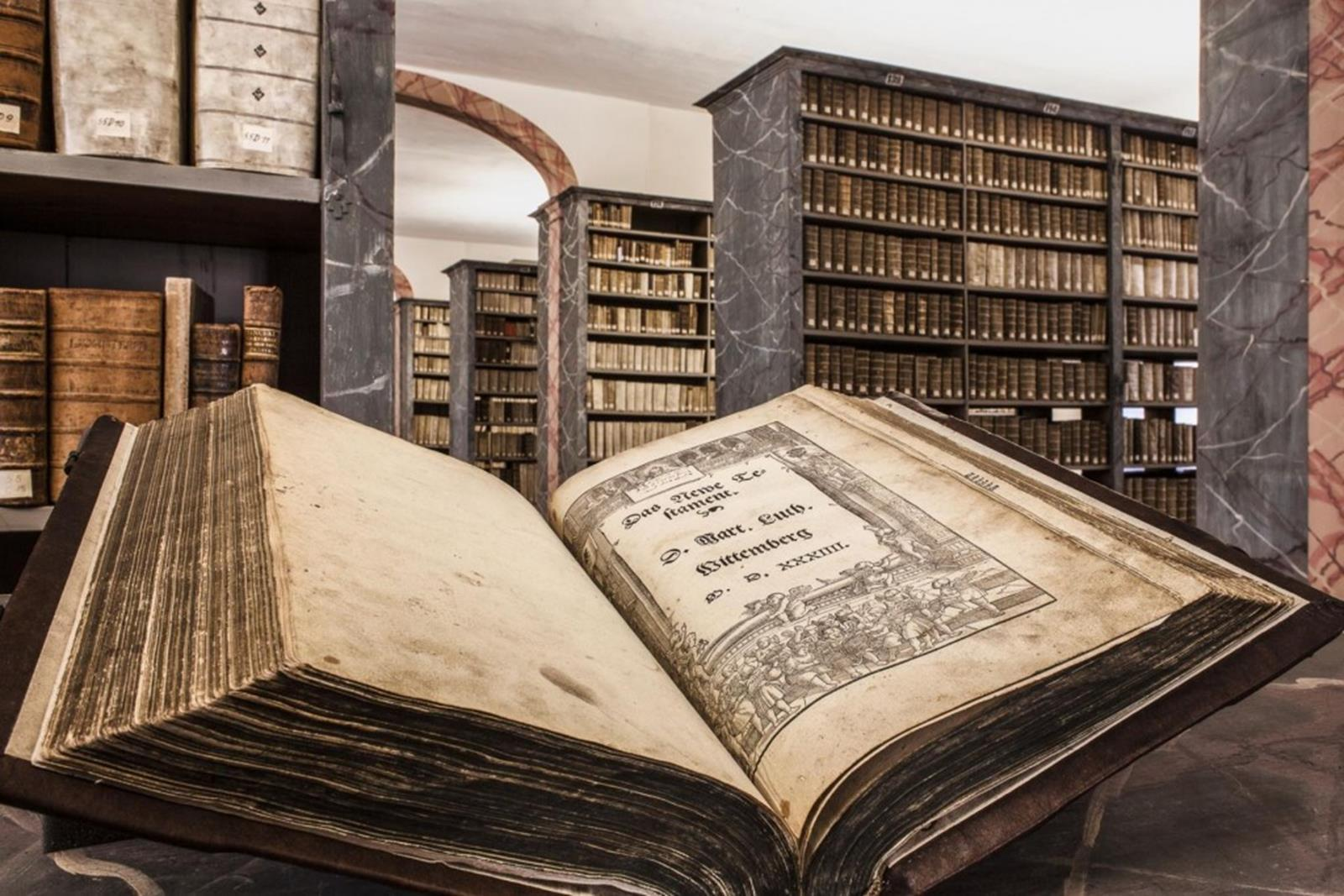 A Luther bible in the library of the Francke Foundations in Halle (Saale) - Harald Krieg IMG Sachsen-Anhalt