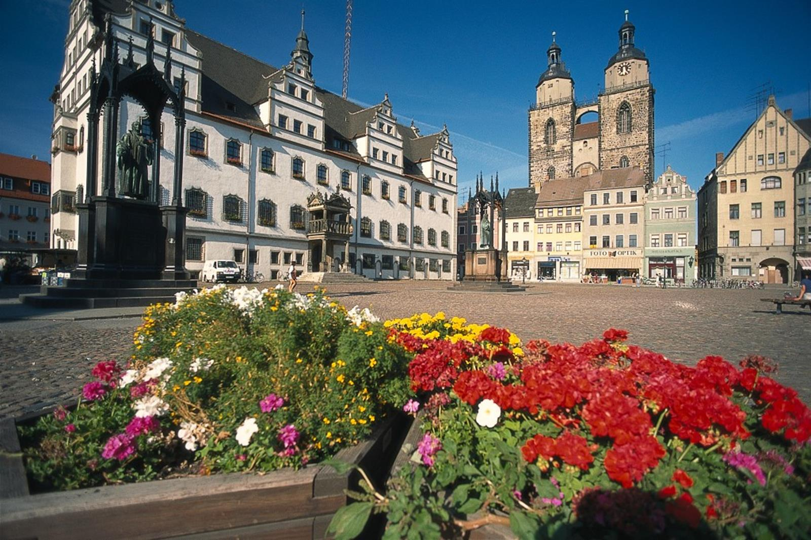 Town hall, Town Church and Martin Luther statue in Lutherstadt Wittenberg: GNTB, Colorvision Uthoff, Hans R.