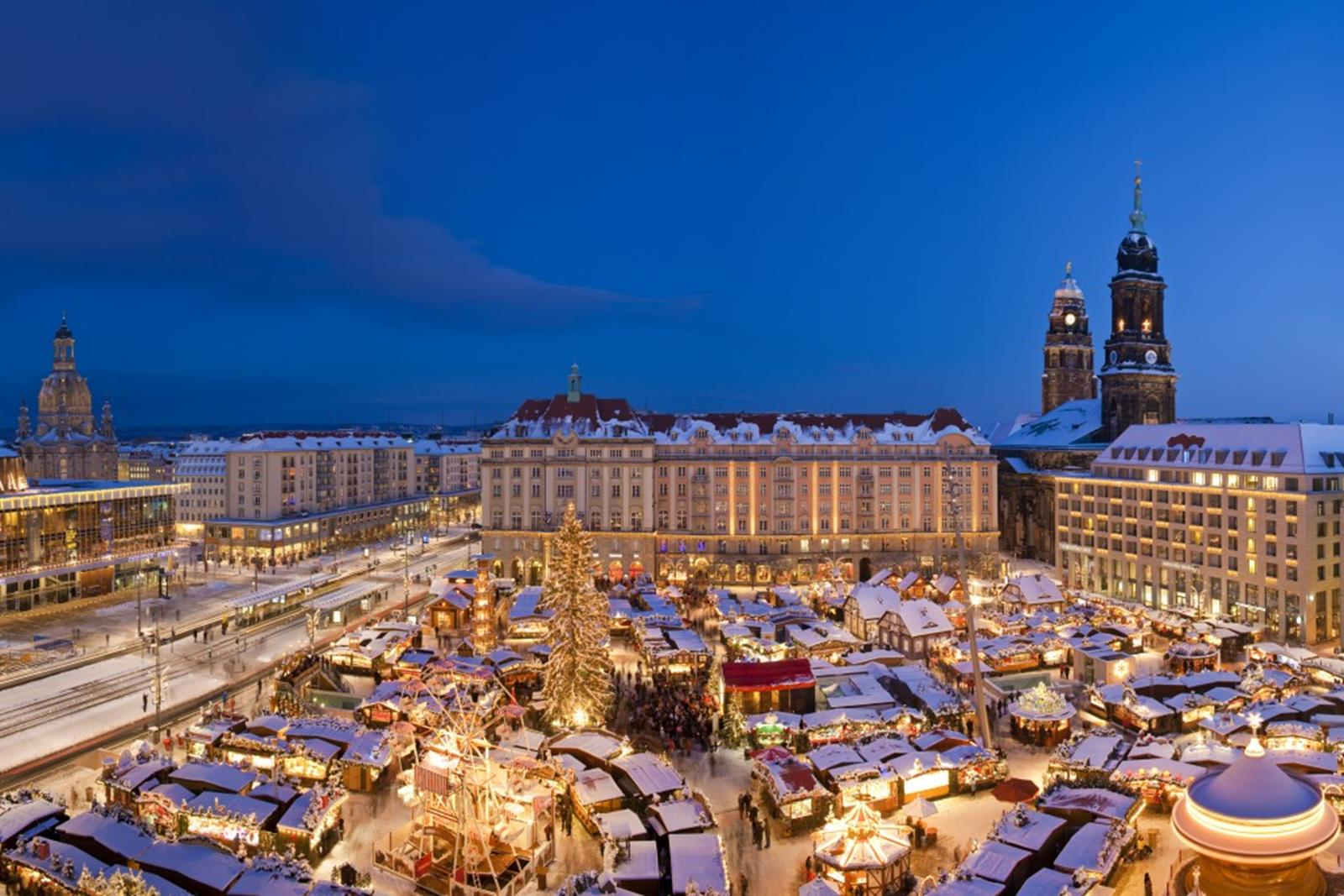 Before Christmas the Dresden Striezelmarkt shows the very best of Germany's Christmas traditions © Sylvio Dittrich